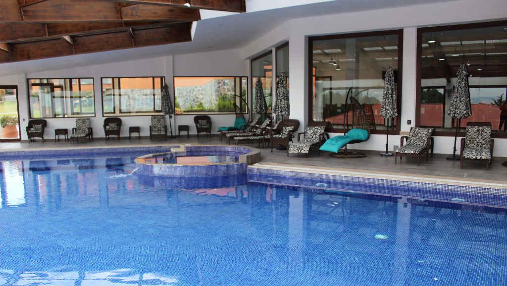 alberca roble resort
