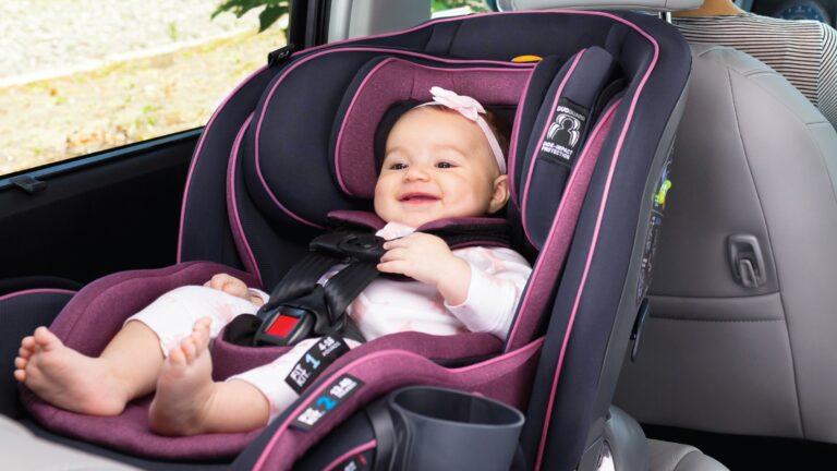 Tips para que los bebés viajen seguros en los autos